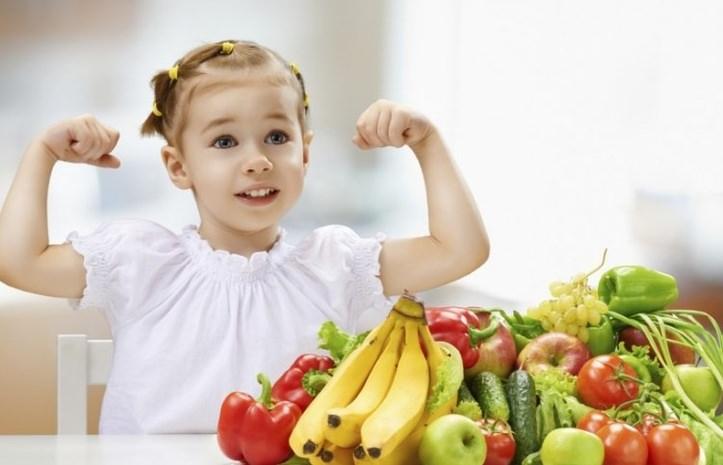 Девочка с витаминами.