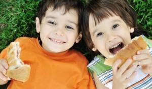 Когда родители должны показать ребенка эндокринологу?