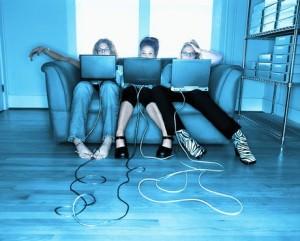 Активное общение в соцсетях способствует ожирению, алкоголизму и банкротству
