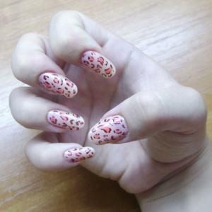 Просто и быстро: украшаем ногти небольшой длины