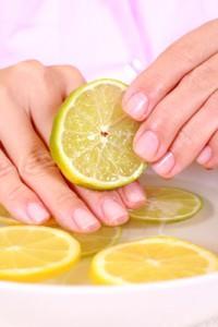 протирание лемоновм ногтей