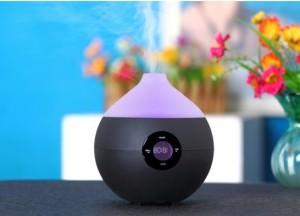 красивый ионизатор воздуха стоит на столе