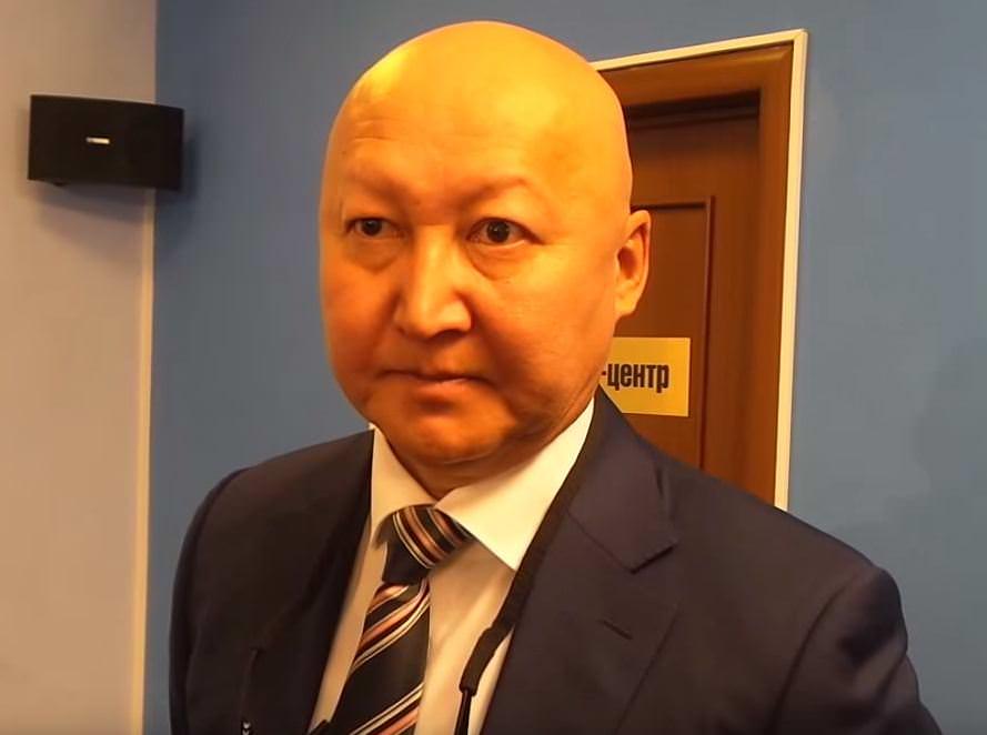 доктор Назаралиев